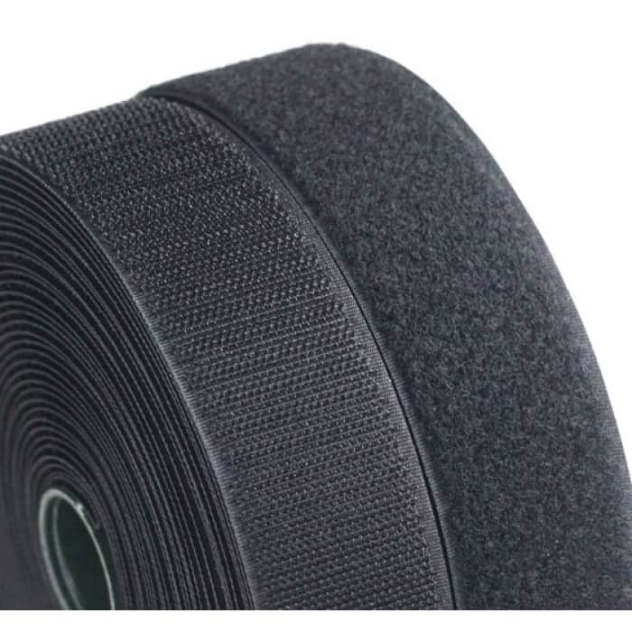 Băng gai dính ,lông gai ,màu đen , rộng 3.8 cm dài 1met (LOẠI D)/ bán theo mét Có nhiều loại A-B-C-D để khách hàng loại phù hợp - Phân loại: • Loại D (100% polyester): giá cả phải chăng nhất, độ bền ở mức cơ bản. Ứng dụng: dùng trong các sản phẩm ít gắn – mở thường xuyên, ví dụ như: hàng hải, mái hiên, nhà bạt, lều, màng phủ và các ứng dụng có mái che... • Loại C (30% nylon – 70% polyester) khả năng liên kết mạnh mẽ hơn và độ bền cao hơn loại D. Ứng dụng: phù hợp trong may mặc, bạt, vali – túi xách vải, thiết bị y tế. • Loại B (60% nylon – 40% polyester) giá cả hợp lý, kết dính tốt cùng với độ bền cao. Sử dụng trong may mặc, bạt, vali – túi xách vải, thiết bị y tế.