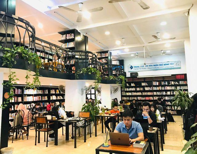 Thư viện Café Đông Tây