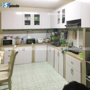 Tủ-bếp-chữ-L-trắng-phối-màu-SHPlastic-TB22-300x300